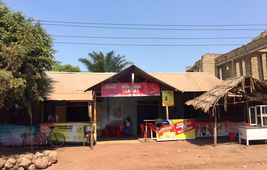 Local lunch at Micasa-es-sucasa restaurant in Mto wa Mbu
